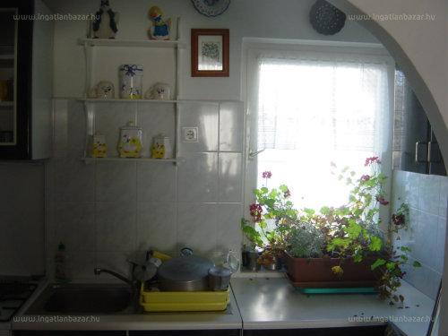 Orfűi panorámás 55 m2-es 3 sz. kertes ház